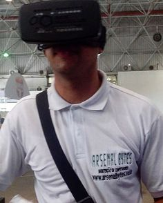An awesome Virtual Reality pic! #Cpbr9 #cpbr #campuspartybrasil2016 #campuspartybrasil #feelthefuture #futuro #ArsenalBytes #realidadevirtual #VR #PapodeTI #virtualreality#virtual #oculos. #binoculos by arsenalbytes check us out: http://bit.ly/1KyLetq