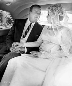 John Wayne gazes lovingly at his daughter Mary Antonia Toni Wayne on their way to her 1956 wedding to Donald La Cava in Hollywood. Viejo Hollywood, Hollywood Actor, Hollywood Stars, Classic Hollywood, Old Hollywood, Hollywood Icons, Hollywood Glamour, Iowa, Wayne Family
