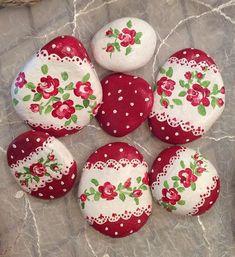 Decorative Rocks Ideas : My sweet rocks / şirin taşlarım - Trend Disney Stuff 2019 Pebble Painting, Pebble Art, Stone Painting, Painting Tools, Painting Canvas, Rock Painting Patterns, Rock Painting Designs, Stone Crafts, Rock Crafts