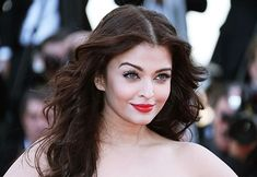 5 Beautiful Life Lessons Every Woman Should Learn From Aishwarya Rai Bachchan! Aishwarya Rai Wallpaper, Aishwarya Rai Bachchan, Beautiful Bollywood Actress, Celebs, Celebrities, Cannes Film Festival, Every Woman, Ladies Day, Actors & Actresses