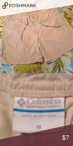 Columbia hiking shorts Cute hiking shorts with pocket detailing Columbia Shorts Cargos