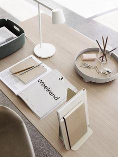 Wir bleiben im Home Office - BUSSI Magazine Architect Lamp, Table Led, Lamp Table, Berlin Design, Muuto, System Furniture, Lap Desk, Desk Bed, Adjustable Desk