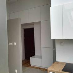 #furniture #meblenawymiar #krakow #szafa  zabudowa wejścia do mieszkania . Pawlacze plus szafa . by marcinettini