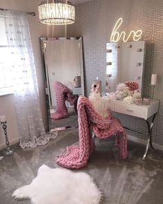 24 Ideas Makeup Table Ideas Beauty Room Vanity Mirrors For 2019 Dressing Room Decor, Dressing Tables, Dressing Table Mirror, Dressing Table With Lights, Corner Dressing Table, Dressing Table Organisation, Dressing Rooms, Vanity Room, Vanity Mirrors