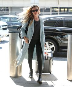 Airport Look, Behati Prinsloo, Tomboy Fashion, Chic, What To Wear, Celebrity Style, Celebs, Street Style, My Style