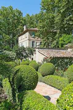 Rustic and elegant: Provençal home, European farmhouse, French farmhouse, and French country design inspiration from Chateau Mireille. South of France century Provence Villa luxury vacation rental near St-Rémy-de-Provence.