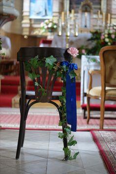 dekoracje kościoła,ślub,bluszcz,niebieski