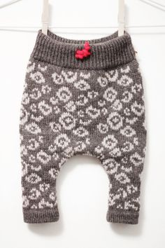 Ravelry: Kedge Trousers pattern by Megan Schmidt-Frede Baby Leggings, Baby Pants, Knitting For Kids, Baby Knitting Patterns, Knit World, Little Boy Fashion, Printed Trousers, Kids Patterns, Pants Pattern