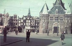 The Nieuwmarkt around 1940. In the background the Bloedstraat. A few years later the square was used by the Nazis as a collection point for Jews who had been rounded up to be sent to the concentration camps. Photo by Eilers and Bernard F. #nieuwmarkt  #amsterdam #worldwar2