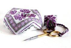 Вышивка крестом. Бискорню и маячок для ножниц
