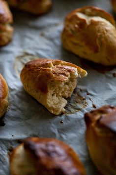 What can be better than a smell of freshly baked bread on a cold winter day?! Nothing beats that smell, it gives a feeling of calm, peace, warmth, home. For me switching on the oven and baking brea…