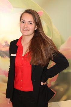 Heute stellen wir euch unsere Kollegin Katrin-Marie Schweiger vor, unsere #MitarbeiterinDesMonats März. Katrin ist seit September 2013 ein sehr wichtiger Teil unseres Convention Sales Teams und ist unter anderem für die Vertragserstellung, Kundenbetreuung und Hausführungen die richtige Ansprechpartnerin in unserem Haus. Im März hat sie sich sehr für unser gesamtes Team aufgeopfert und wir freuen uns sie euch heute verdienterweise präsentieren zu dürfen. Herzlichen Glückwunsch Katrin! 