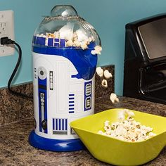 You r2 corny.. #starwars #r2d2 #gifts #geek #geeky #fun #funny #awesome #brilliant #icantbelievetheymakethat #corn #popcorn #movies #georgelucas #c3po #hansolo #lukeskywalker