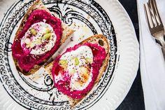 Sourdough Toast With Roasted Beets and Garlic Greek Yogurt Spread Toast recipe | toast for lunch | greek yogurt recipe | root vegetable