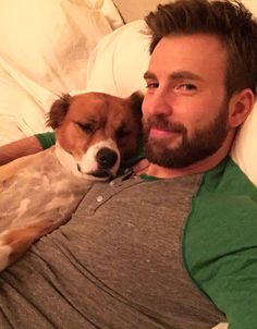Image shared by Aʟᴇʏɴᴀ. Find images and videos about Marvel, chris evans and mcu on We Heart It - the app to get lost in what you love. Robert Evans, Chris Evans Bart, Christopher Evans, Steve Rogers, Capitan America Chris Evans, Chris Evans Captain America, Capt America, Cris Evans, Hero Marvel