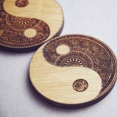 The handmade Yin Yang wooden coaster set is designed to hold your cups and add s. Susan W. Smith handmade coasters The handmade Yin Yang wooden coaster set is designed to hold your cups and add some mysterious oriental culture in yo Wood Burning Crafts, Wood Burning Patterns, Wood Burning Art, Wood Crafts, Graveuse Laser, Coaster Design, Coaster Set, Wood Etching, Wooden Coasters