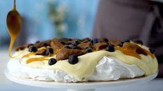Smash-pavlova - Oppskrift fra TINE Kjøkken Pavlova, Cheesecake, Food, Baking, Cheesecake Cake, Cheesecakes, Essen, Cheesecake Bars, Yemek