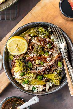 ONE PAN МОНГОЛЬСКИЙ Говядина с брокколи, горошка и риса, все в одном Skillet!  Этот подражателя рецепт PF Changs невероятен!  Вам не нужно выходить из дома, чтобы иметь удивительную китайскую еду!  ДОЛЖЕН СДЕЛАТЬ ЛЕГКО РЕЦЕПТ!