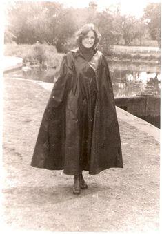 Capes, Rain Cape, Pvc Coat, Rain Wear, Old Skool, Vintage Pictures, Black Rubber, Rainy Days, Lady