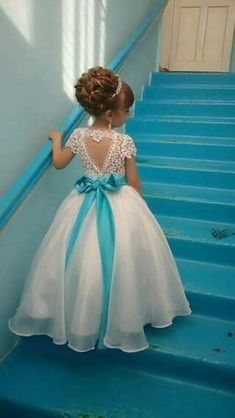 Gorgeous Dresses of Flower Girl will help to create your wedding day distinctive and memorable. So if you do not have any idea, look at this gallery of best flower girl lace dresses ideas that we have provided special for you. Cute Flower Girl Dresses, Lace Flower Girls, Little Girl Dresses, Girls Dresses, Party Dresses, Dress Party, Childrens Bridesmaid Dresses, Flower Girl Updo, Turquoise Flower Girl Dress