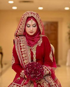 Pin by Ummah Treasures on Brides Bridal hijab styles, hijab bride - Hijab Muslimah Wedding Dress, Hijab Style Dress, Muslim Brides, Pakistani Wedding Dresses, Indian Muslim Bride, Pakistani Bridal, Bridal Outfits, Bridal Dresses, Moda India