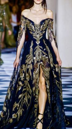 Zuhair Murad couture fall-winter Ball Gown rendered in Black lace, featuring an off the shoulder bust with long Caftan-like sleeves, embroidered in silk thread and matte pearls. Elegant Dresses, Pretty Dresses, Formal Dresses, Amazing Dresses, Couture Fashion, Runway Fashion, Fashion Fashion, Color Fashion, Winter Fashion
