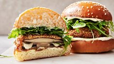 Cheese-Stuffed Portobello Burger Burger Recipes, Veggie Recipes, Vegetarian Recipes, Healthy Recipes, Fancy Recipes, Vegetarian Sandwiches, Dinner Recipes, Portobello Mushroom Recipes