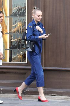 Designer clothes horse: The model and actress who recently turned oozed understated style in an Air Force inspired boiler suit designed by Oscar De La Renta Lily Rose Depp Style, Lily Rose Melody Depp, Urban Fashion, Girl Fashion, Fashion Tips, Lily Depp, Boiler Suit, Model Street Style, Nice Dresses