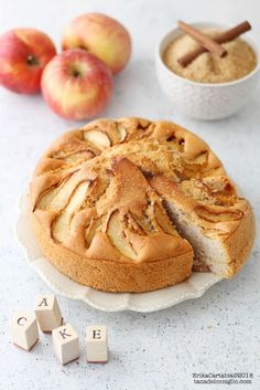Torta agli albumi con mele e cannella Sweets Recipes, Real Food Recipes, Keto Recipes, Cooking Recipes, Desserts, Healthy Muffins, Sweet Cakes, Carrot Cake, Apple Pie