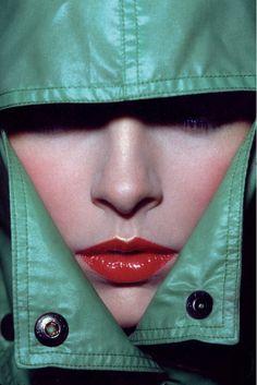 Guy Bourdin (1928-1991) - Vogue 1974/kunstfotograaf / sterke foto ondanks het een klein stukje is
