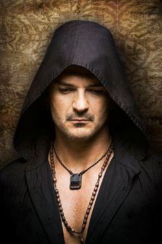 See Ricardo Arjona pictures, photo shoots, and listen online to the latest music. Good Music, My Music, Boy Tattoos, Tattoo Boy, Nocturnal Animals, Latin Music, Greatest Songs, Song Quotes, Sun