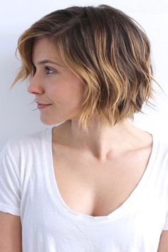 Get A Pretty Hair Color Ideas for Short Hairstyles 2017 Gorgeous Bob Cut with Messy Arrangement