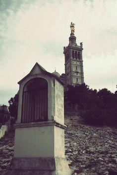 """#Marseillais """"depuis toujours"""", la Bonne Mère est une seconde Nature... Je lui rends visite, je la vois tous les jours par quelque endroit où je me trouve.. Mais j'avais oublié une chose... la prendre en photo...  Ceci est ma première photo de Notre-Dame de la Garde !"""
