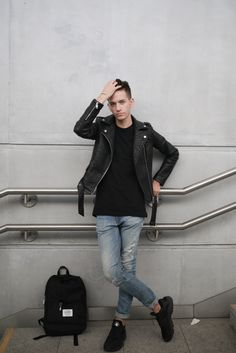 Cipő: Nike Huarache Bőrdzseki: Forever21 Nadrág: Pull & Bear denim Poló: H&M.  Leather JeansPull ...