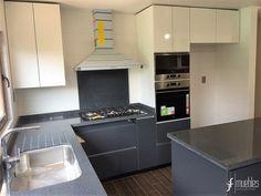 Muebles de cocina en melamina de 18mm gris grafito cubierta en granito gris mara condominio - Eurokit cocinas ...