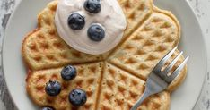 Take a look at these gluten-free meals and tell us your favroties! Gluten Free Pancakes, Pancakes And Waffles, Foods With Gluten, Gluten Free Recipes, Gateaux Vegan, Patisserie Sans Gluten, Waffle Ingredients, Happy Foods, Kid Friendly Meals