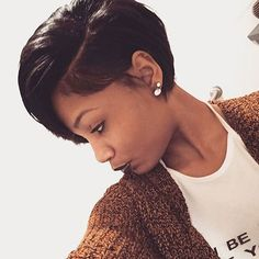 Trendy Short Hairstyles Paying much attention to your wardrobe in order to look stylish, you should never forget about getting trendy hairstyles. Sleek Hairstyles, Black Girls Hairstyles, Straight Hairstyles, Virtual Hairstyles, Pelo Bob, Pelo Afro, Curly Hair Styles, Natural Hair Styles, My Hairstyle