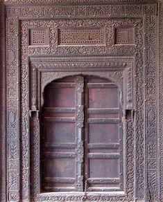 This photo from Punjab, East is titled 'Old door at Lahore Fort'. Indoor Gates, Indoor Doors, Antique Doors, Old Doors, Medieval Door, Water Architecture, Doors And Floors, Buddha Sculpture, Traditional Doors