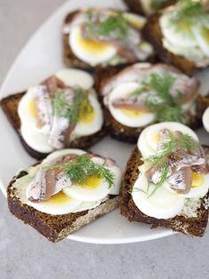 muna-anjovisleivät