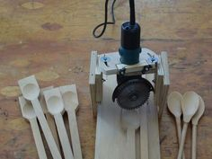 Spoon cut out with grinder Work Tools, Construction, Knife Block, Woodworking Plans, Wood Projects, Diy And Crafts, Watch, Link, Workshop Ideas