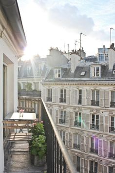 http://avenuestory.com/Saint-Germain-Balcony.html