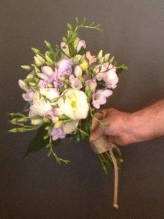 Ramo novia silvestre con tonos blancos y lilas Floristeria isabel benissa