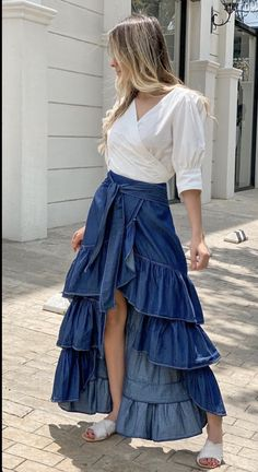 Girls Fashion Clothes, Fashion Dresses, Clothes For Women, Modest Dresses, Nice Dresses, Classy Dress, Skirt Outfits, Pattern Fashion, Look Fashion