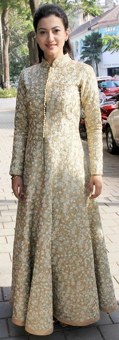 Gauahar Khan in a glamorous outfit Indian Gowns, Indian Attire, Pakistani Dresses, Indian Outfits, Kurti Designs Party Wear, Kurta Designs, Blouse Designs, Saris, Anarkali
