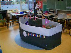Stoomboot van Sinterklaas in de klas Preschool Education, Preschool Kindergarten, Ocean Themes, Dramatic Play, Too Cool For School, Recycled Crafts, Diy Toys, Primary School, Baby Boy Shower