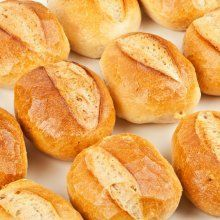 Can you spare five minutes each day? That's all it takes to have fresh-baked bread with this recipe and method. Gourmet Recipes, Bread Recipes, Mexican Food Recipes, Cooking Recipes, Pan Bread, Bread Baking, Mexican Bread, Pan Dulce, Dinner Rolls