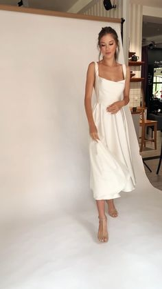 Classy Dress, Classy Outfits, Beautiful Outfits, Civil Wedding Dresses, Dream Wedding Dresses, Wedding Dress Midi, Courthouse Wedding Dress, Elegant Dresses, Pretty Dresses