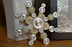 Button craft project ideas for kids and adults. Art and craft ideas using buttons. Find crafts to do with vintage buttons. Make creative bracelets using buttons. 40+ fun, easy, free diy button crafts.