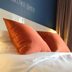 Mercure Hotel Riga contrasti di colori per una camera da letto moderna, ma accogliente.