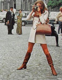 Retro Fashion Mod Woman Fashion Photo Smoking Go Go Boots Vintage Womenswear Style Année 60, Looks Style, Looks Cool, 1960s Style, Classic Style, Girl Style, Mods Moda, Moda Outfits, Sixties Fashion